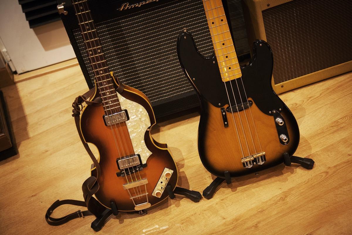 Bajo Hofner y Fender