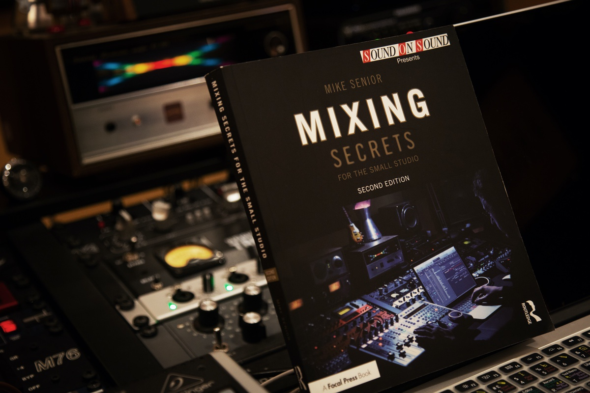 "Nuestro estudio sale en la portada de ""Mixing Secrets"" de Sound on Sound"